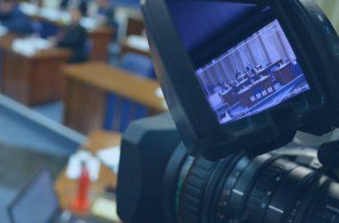 Qual a importância do site oficial da câmara ser integrado ao sistema legislativo?